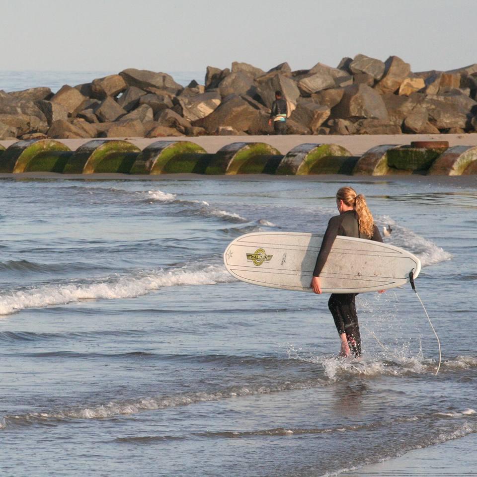 Kirstin Surfing