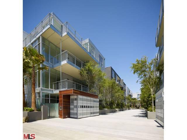 Gallery Lofts in Marina del Rey – 4080 Glencoe Avenue #201 –  $629,000