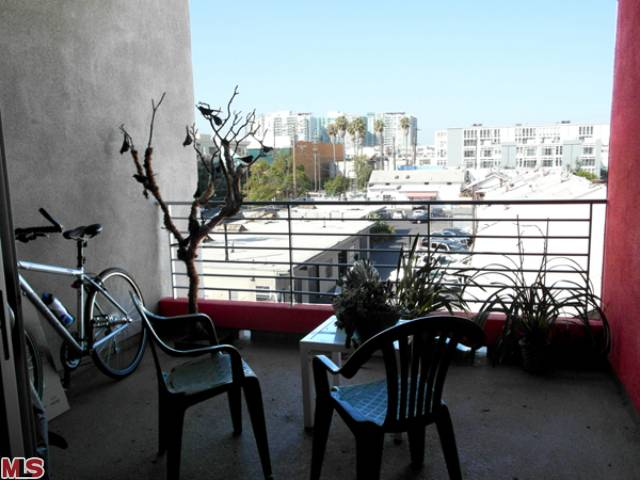 Marina del Rey Real Estate – New Listing in the Beachwood Lofts –  4211 Redwood AVE #310 – $499,000