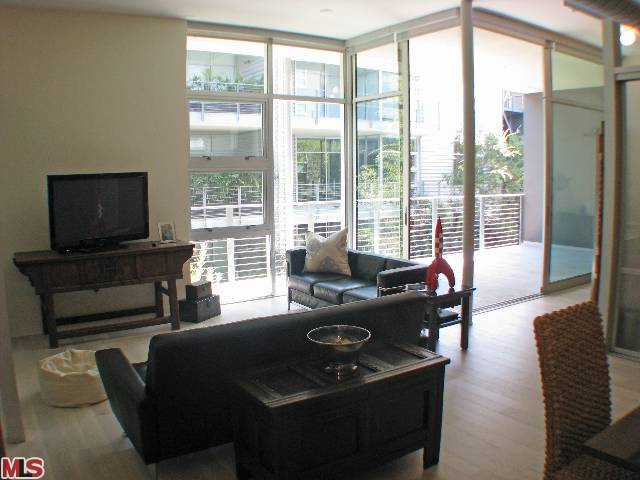 New Listing in the Gallery Lofts Complex – 4080 Glencoe Ave. #206 $600,000 – Marina del Rey Condos – ALREADY PENDING