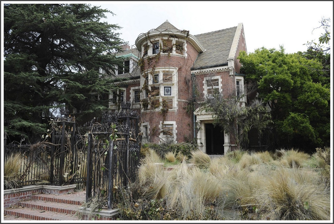 American horror story property in hancock park is in ecrow for Murder house for sale american horror story