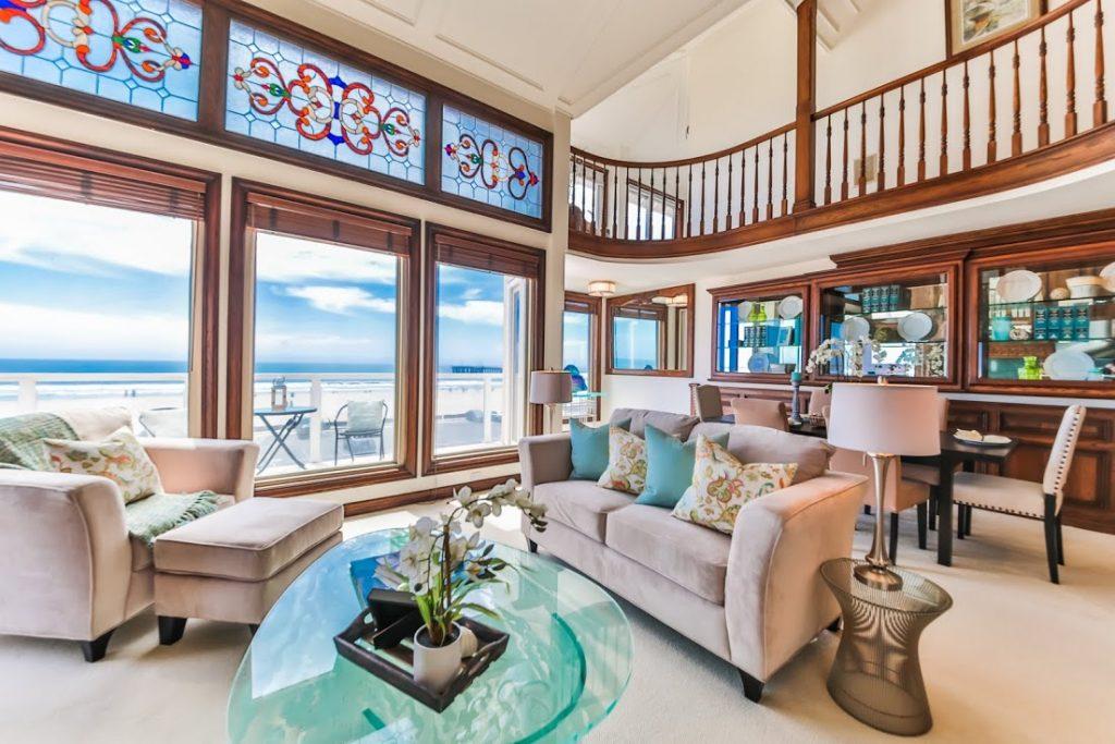 1 Catamaran Living Room
