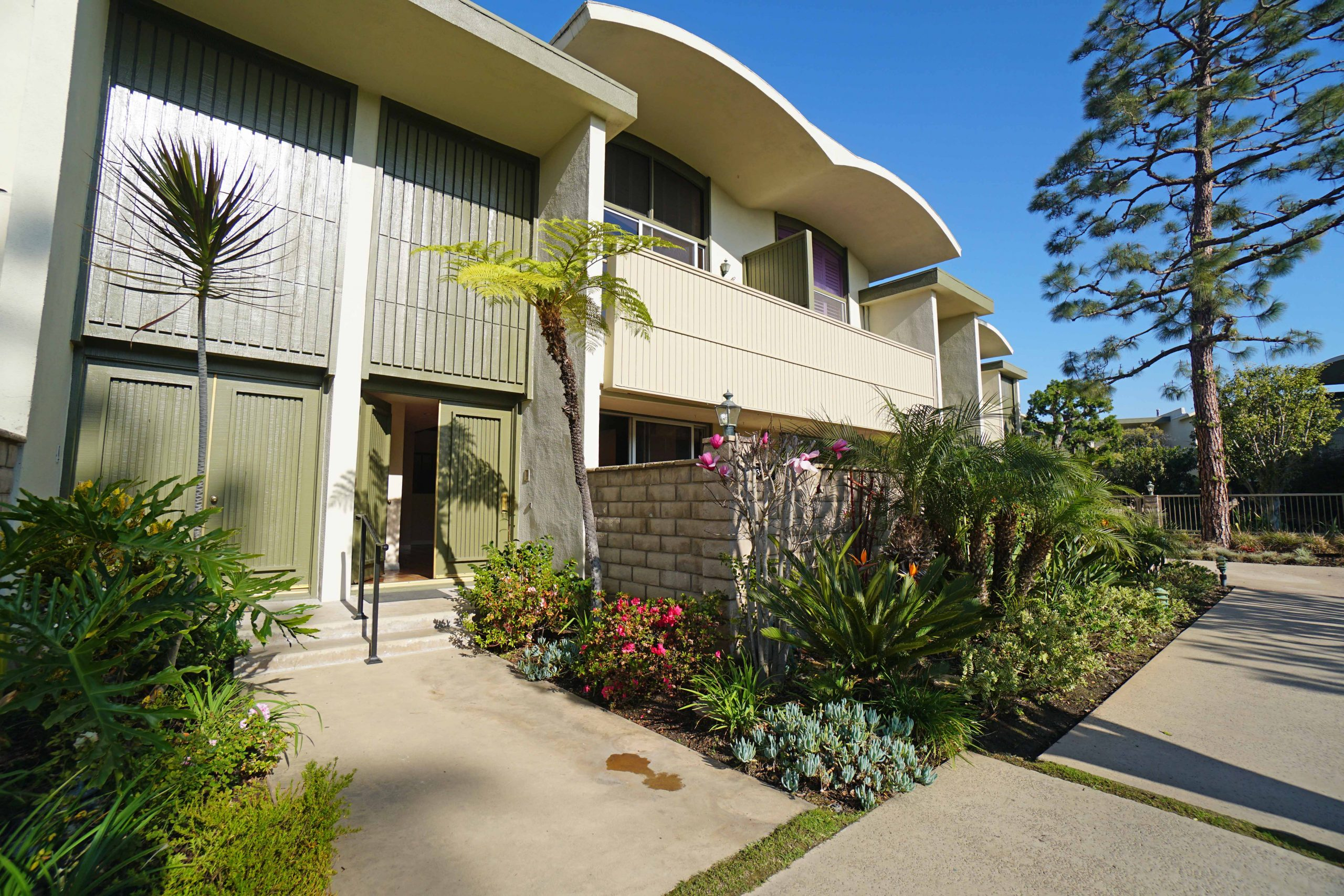 For Lease – 13214 Fiji Way #D, Marina del Rey – $4,850/month